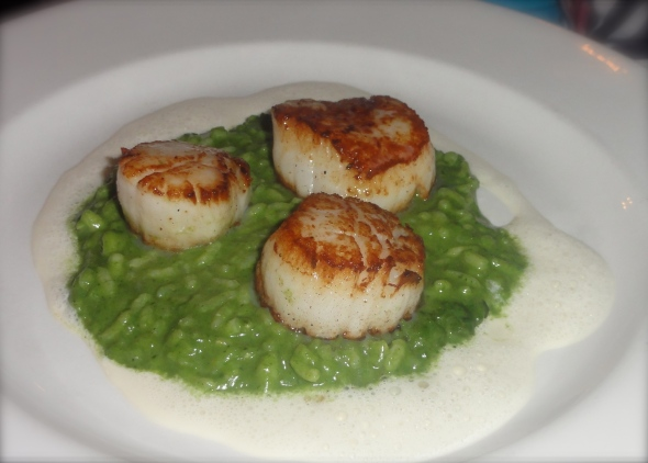 Seared scallops with basil risotto at Bistro de Paris