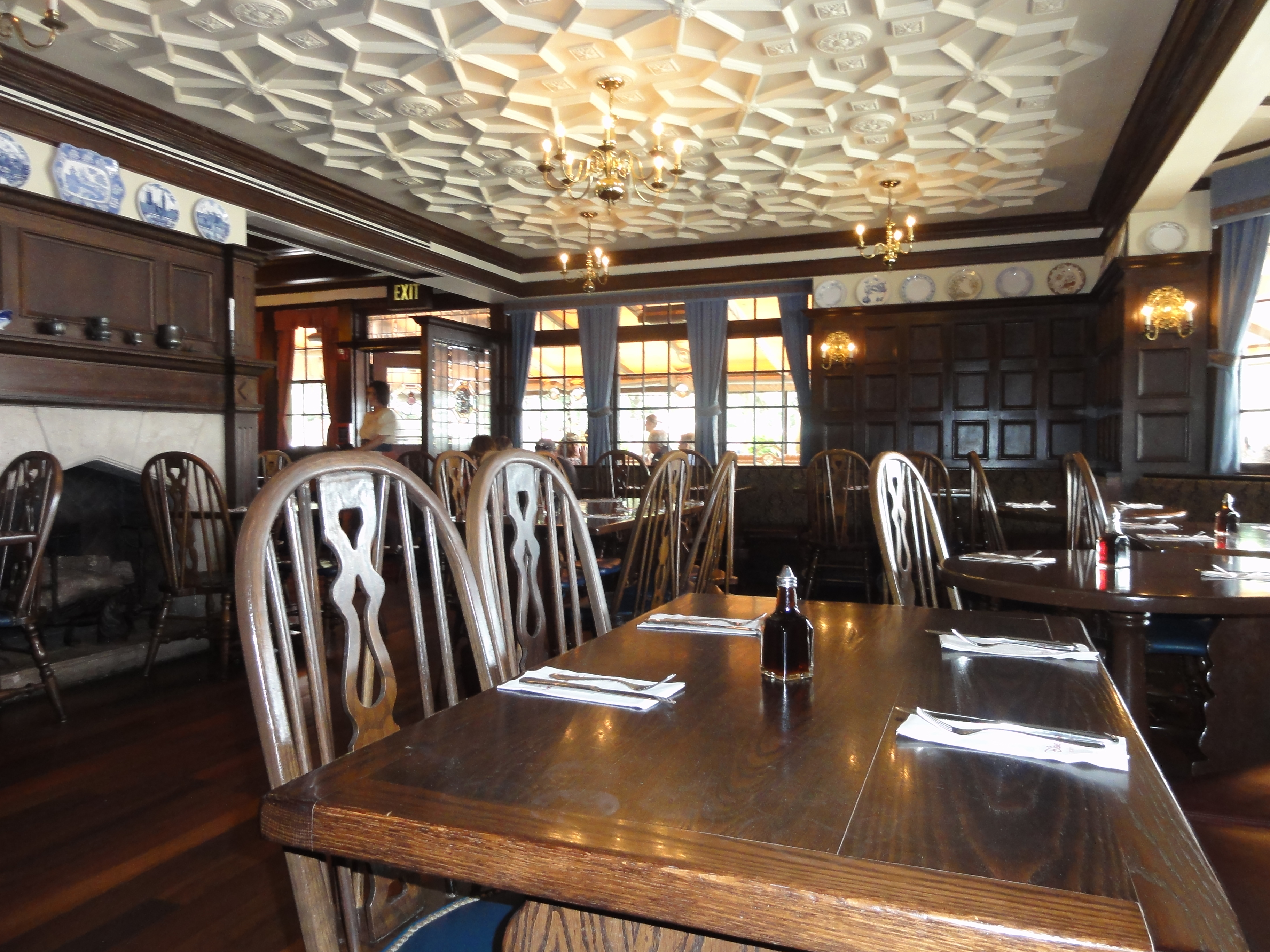 rose & crown pub, epcot – a split decision | mousechow